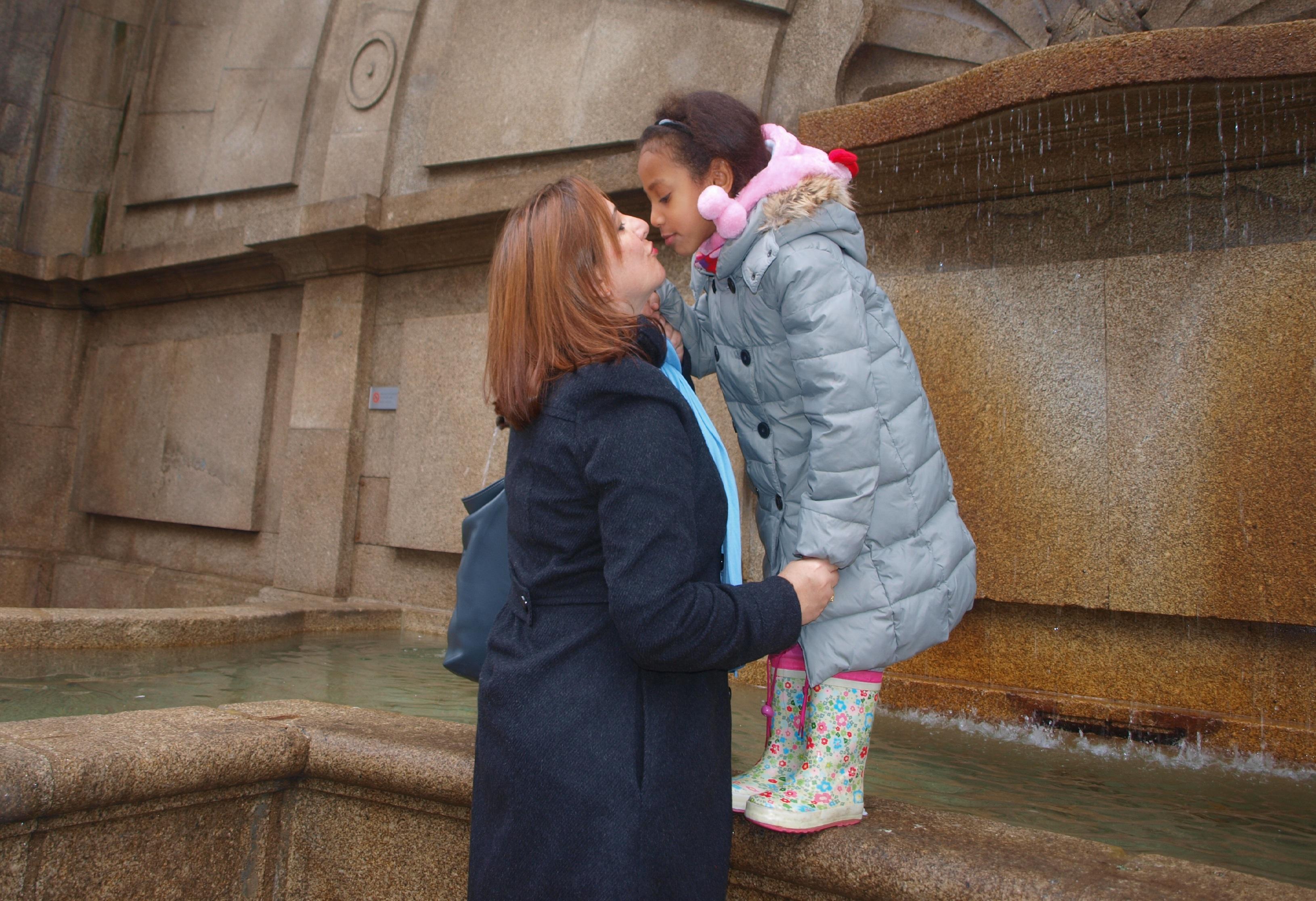 Madres solteras por adopción