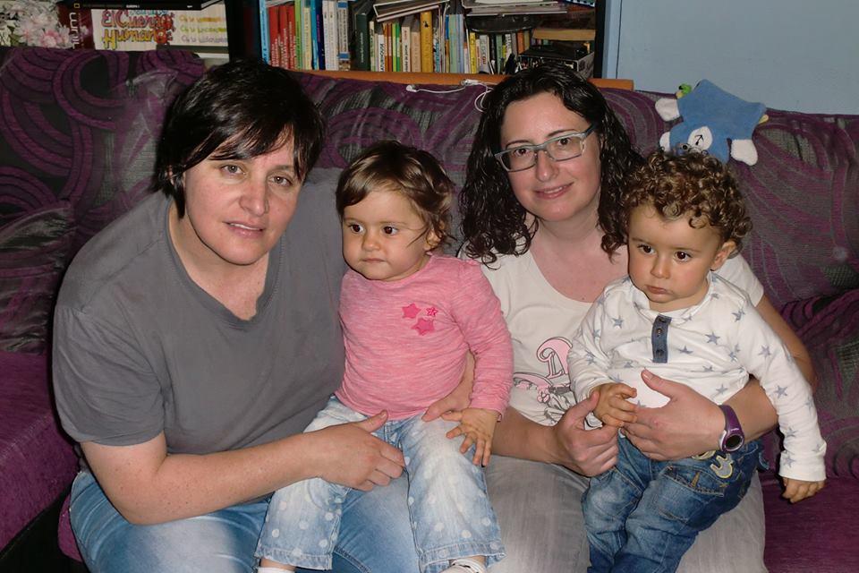 Montse y su pareja son madres de dos preciosos gemelos