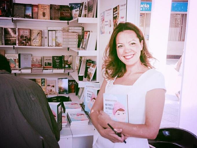 """Marian Cisterna ha escrito el libro """"No tires la toalla, hazte un bonito turbante"""", con el que ayuda a muchas mujeres a tomarse con humor el camino hacía la maternidad cuando éste se pone cuesta arriba."""