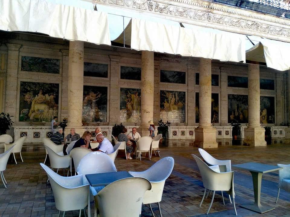Frescos en la cafetería de las Termas Excelsior. Montecatini