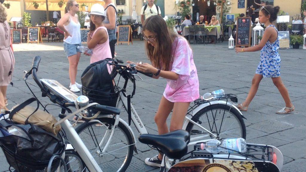 La mejor opción para recorrer Lucia es en bicicleta. Todo El centro amurallado está cerrado a la entrada de coches.