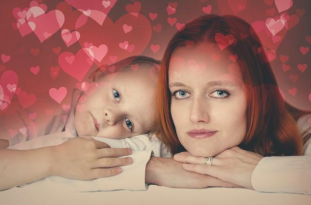 Madres solteras por adopción. Foto: pisaba.com