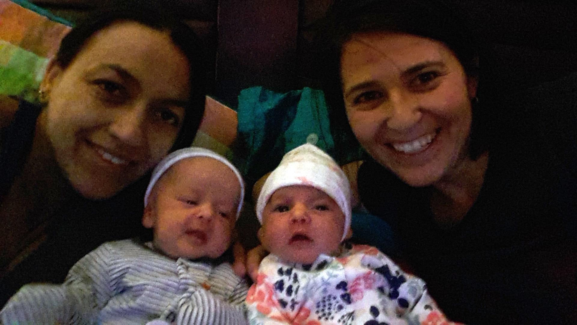 Familias de parejas de mujeres y sus bebés