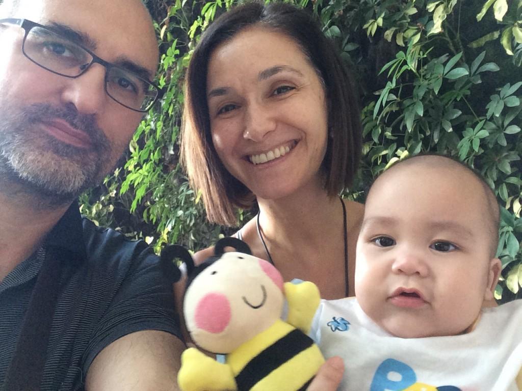 Su llegada a la maternidad fue por gestación subrogada. Su experiencia está sirviendo para que este tratamiento de reproducción asistida termine por ser legalizarse en España.