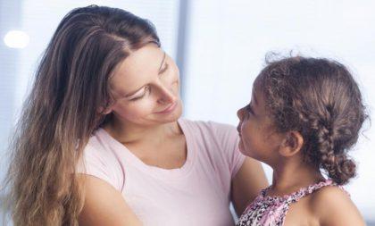 Las familias monoparentales siguen sin ayudas