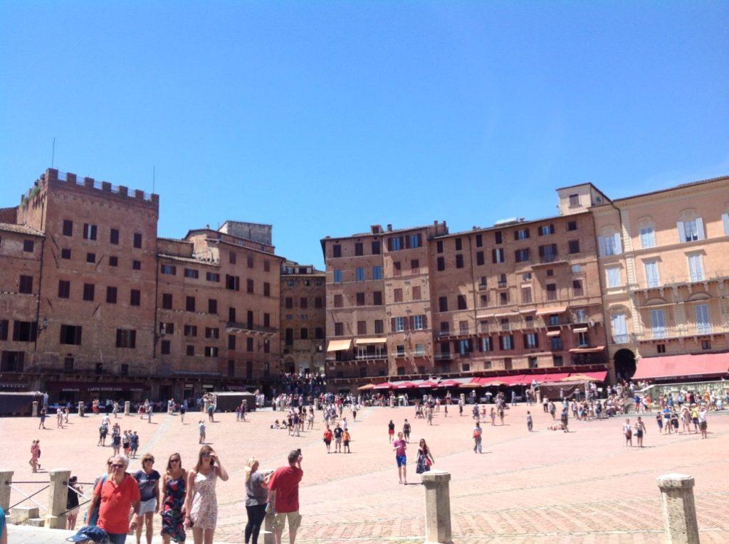 Famosa plaza donde todos los años se celebra el Palio o carreras de caballos
