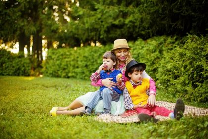 Madres solteras por elección con dos hijos: desde 2008 esperan ser consideradas numerosas