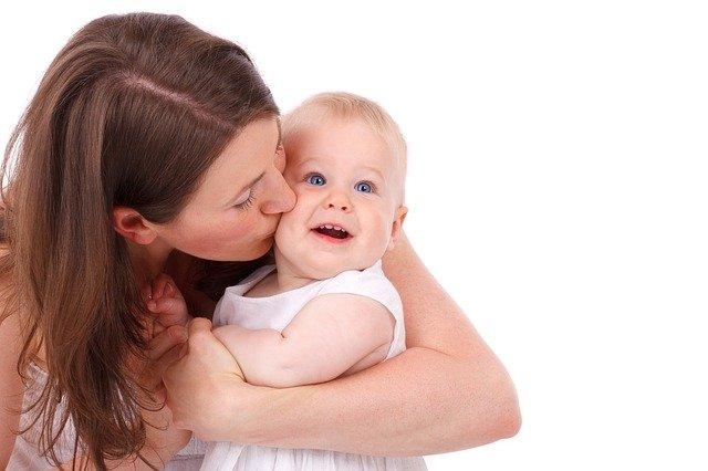 Madres solteras por elección: ERTE y ayudas a la maternidad
